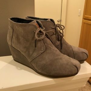 Toms Taupe Suede Desert Wedge Booties 9.5